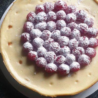 Vanilla-raspberry cheesecake